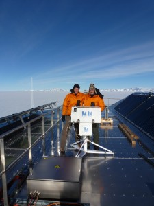Operators of Brewer#100 on the roof of the Belgian Princess Elisabeth station